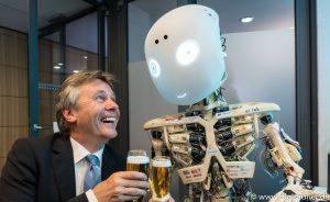 Bier mit Roboter bei Digitale Zukunft Mittelstand