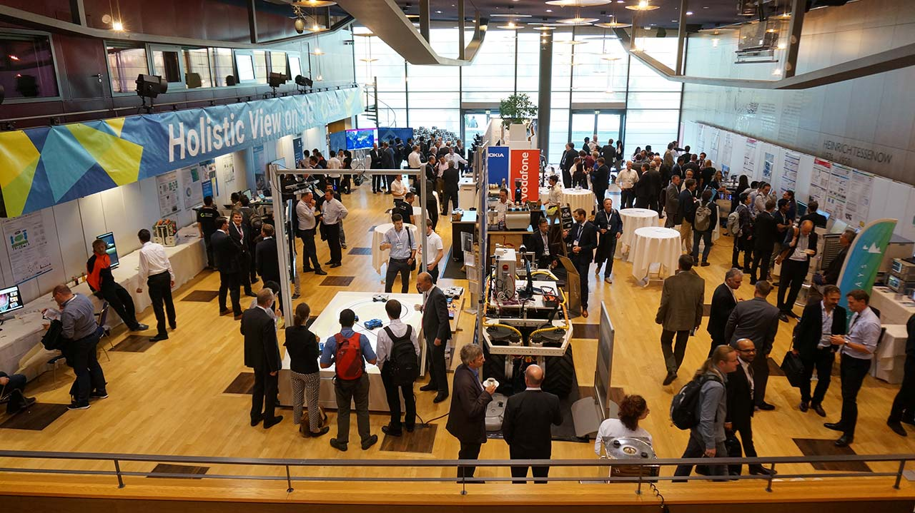 Parallel zu den Vorträgen und Podiumsdiskussionen auf dem 5G Summit zeigten Forscher und Entwickler praktische Demonstrationen der neuen Technik-Bausteine.