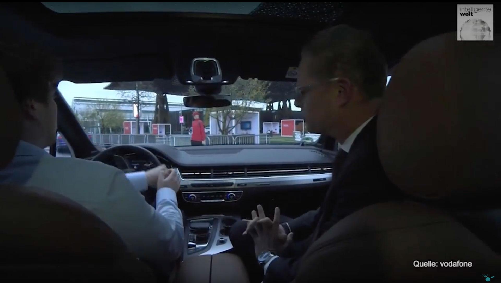 Fußgänger könnten mit LTE-V besser geschützt werden, wenn ihr Smartphone die eigene Anwesenheit per Car-to-X-Kommunikation ausstrahlt.