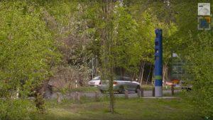Keine Sorge –bei diesen Säulen handelt es sich nicht um Blitzer. Vielmehr sind es Kontrollsäulen für mautpflichtige Lkw mit einem zulässigen Gesamtgewicht über 7,5 Tonnen.
