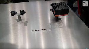 Mit der Technik, die auch für autonome Autos entwickelt wird, ermöglicht es ZF, dass ein Fahrer gleich zwei Landmaschinen parallel steuert.