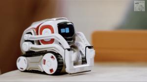 Der Spielzeugroboter Cozmo von der Firma Anki ist manchmal etwas frech, erobert aber schnell die Herzen seiner Besitzer.