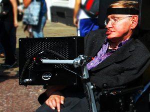 Der Star-Physiker Stephen Hawking warnt vor Fehlentwicklungen beim Thema Künstliche Intelligenz. (Bild: Doug Wheller, CC BY 2.0)