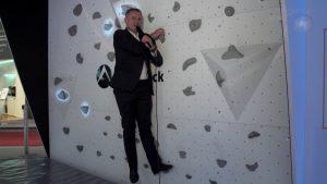Ein eher seltener Anblick: Hannes Rügheimer in der Kletterwand.