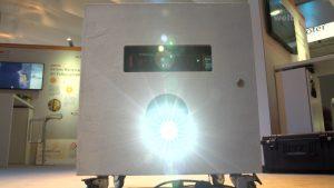 Die Projektions- und Steuereinheit betaCube ist mobil und braucht vor Ort nur einen Stromanschluss.