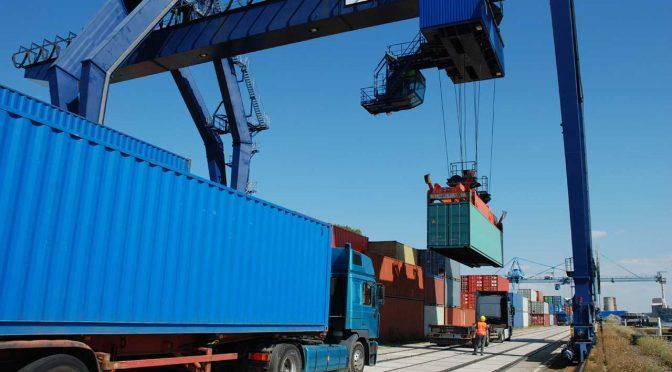 In der Logistik haben IT und Big Data längst ihren festen Platz. Bild: (C) PTV Group
