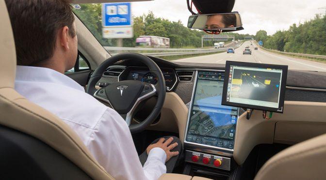 Die Software nutzt digitale Umgebungsmodelle, um sich ein Bild von der Umgebung des Fahrzeugs zu machen. (C) Bosch und TomTom