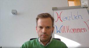 """Dr. Christian Grotemeier, Mitglied der Geschäftsleitung beim Bundesverband Logistik (BVL) stellt """"BVL digital"""" vor."""
