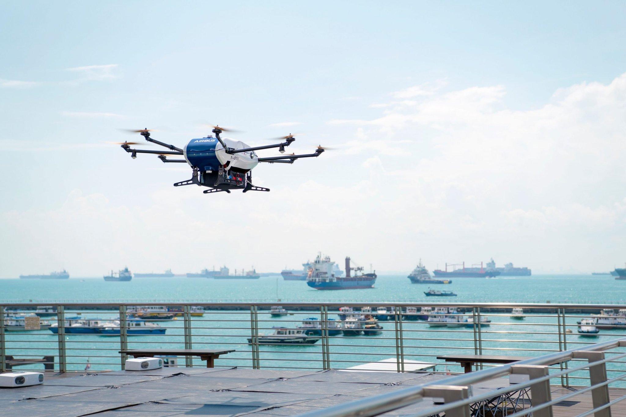 Lastendrohnen transportieren eilige Dokumente zwischen Schiffen und Festland