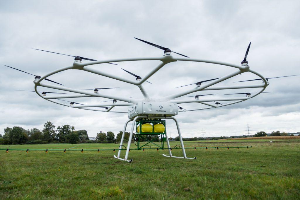 """Voloccopter ist mit seiner Lasten-Drohne """"VoloDrohne"""" eine Kooperation mit John Deere eingegangen."""