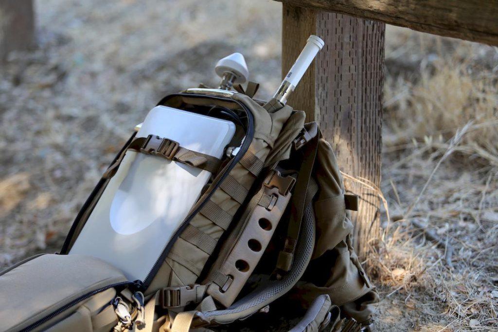 Zur Ad-hoc-Bereitstellung einer Funkzelle vor Ort passt die komplette Technik einer Basisstation auch in einen Rucksack.